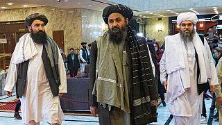 Abdul Ghani Baradar (ao centro) vai ser número dois do executivo