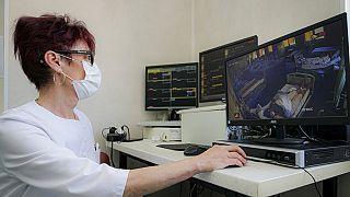 Covid-betegek monitoros megfigyelése egy román kórházban