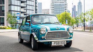 La start-up britannica che salva auto d'epoca dalla discarica convertendole in elettriche