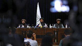 El portavoz talibán Zabihullah Mujahid en la rueda de prensa