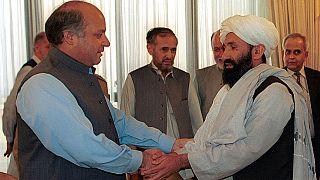 Mohammad Hassan Akhund (rechts); Aufnahme aus dem Jahr 1999