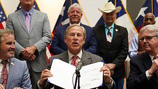 Teksas Valisi Greg Abbott yeni seçim yasasını imzaladı