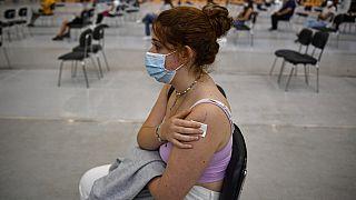 شابة تلقت اللقاح خلال حملة التطعيم الوطنية في بامبلونا، شمال إسبانيا -  2 أيلول / سبتمبر 2021