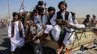 Iszlamista tálib géppuskások Kandahárban