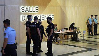 Sécurité renforcée à l'entrée de la salle d'audience où se déroule le procès des attentats du 13-Novembre / Paris, le 08/09/2021