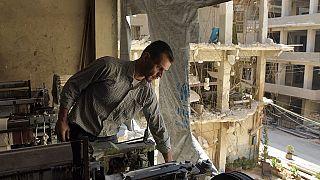 سوري يعمل  في ورشة مدمرة جزئياً في مدينة حلب -  30 آب / أعسطس  2021