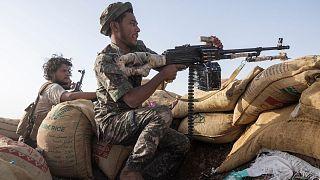 نیروهای وفادار به دولت یمن در حال نبرد با حوثیها