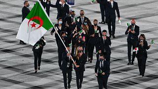 الوفد الجزائري خلال حفل افتتاح أولمبياد طوكيو 2020، في الملعب الأولمبي بطوكيو، في 23 يوليو 2021.