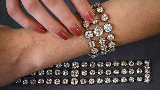 Fransız Kraliçesi Marie-Antoinette'in elmas bilezikleri açık artırmaya çıkarılıyor