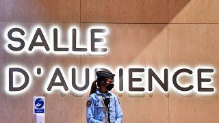 محاكمة المتهمين في اعتداءات ب��ريس في نوفمبر 2015 في قصر العدل بباريس.