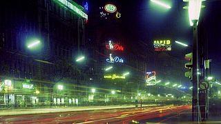 Neonfényes Budapest - ilyen volt a főváros a hetvenes években
