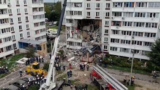 شاهد: حادث انفجار غاز في مبنى يخلف قتيلين و17 جريحا في ضواحي موسكو