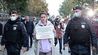 بازداشت خبرنگار روس در مقابل وزارت دادگستری روسیه