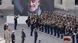 L'hommage s'est déroulé dans la cour d'honneur des Invalides accompagné par l'orchestre de la Garde républicaine.