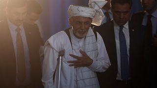 Ashraf Ghani egy kabuli korrupcióellenes konferenciáról távozik 2015. szeptember 1-jén