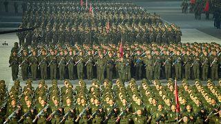 عرض عسكري في بيونغ يانغ، كوريا الشمالية من وكالة الانباء الكورية الشمالية