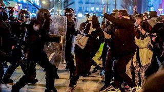 İspanya'da polisin göstericilere müdahalesi