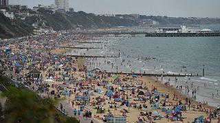 شاطئ بورنماوث بجنوب إنجلترا، في 31 يوليو/تموز 2020
