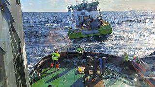قارب  هولندي في البحر النرويجي على بعد حوالي 60 ميلًا بحريًا غرب أليسوند.