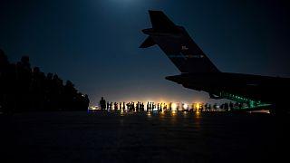عمليات إجلاء أجانب من كابول