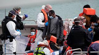 Manş Denizi'nde kurtarılan düzensiz göçmenler