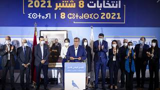 رئيس التجمع الوطني للأحرار المغربي، عزيز أخنوش، يتحدث خلال مؤتمر صحفي في العاصمة الرباط، بعد أن احتل حزبه المركز الأول في الانتخابات البرلمانية والمحلية، في 9 سبتمبر 2021.