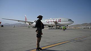 طائرة تابعة للخطوط الجوية القطرية تقلع من مطار كابول في 9 سبتمبر 2021.