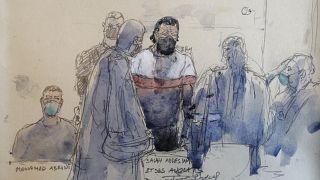 رسم لمحاكمة صلاح عبد السلام، المشتبه به الرئيسي في هجمات 13 نوفمبر-تشرين الثاني 2015 في باريس، والمتهم الآخر محمد عبريني (إلى اليسار)