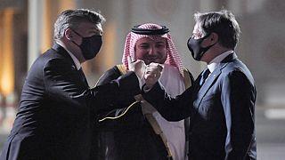 John Desrocher, Ibrahim Fakhro  ve Antony Blinken Katar'da bir arada
