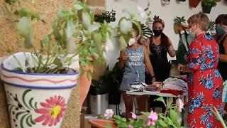 Испанцы помогают афганским беженцам