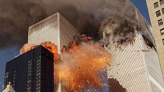 Explosion provoquée dans la tour sud du World Trade Center par le vol AA175 qui vient de la percuter, alors que la tour nord avait déjà été frappée par un autre avion de ligne