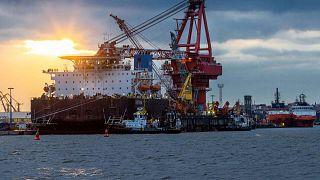 ميناء فيسمار بألمانيا حيث يتم استخدام السفينة الخاصة لأعمال البناء على خط أنابيب الغاز الألماني الروسي نورد ستريم 2 في بحر البلطيق، الخميس 14 يناير 2021