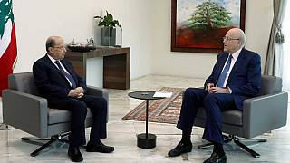 Le président Michel Aoun (à gauche) rencontre le Premier ministre designé Najib Mikati au Palais présidentiel (Beyrouth, 10 septembre 2021)