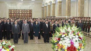 زعيم كوريا الشمالية كيم جونغ أون وزوجته ري سول جو، يزوران قصر كومسوسان للشمس بمناسبة الذكرى 73 لتأسيس الأمة في بيونغ يانغ - كوريا الشمالية.