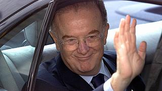 Jorge Sampaio waves as he arrives at the opening session of the XI Ibero-American Summit in 2001.