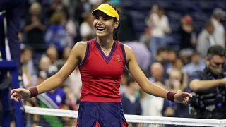 A 18 éves Emma Raducanu a selejtezőből verekedte el magát a döntőig a US Openen.