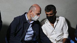 İçişleri Bakanı Miraç Mioğlu'nun babası ile konuşurken