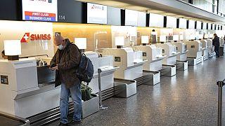 Am Flughafen Zürich Kloten - Symbolbild