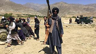 Pencşir eyaletinde kontrolü ele geçiren Taliban üyesi bir militan.