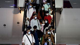 Эвакуированные из Кабула прибыли в аэропорт Дохи
