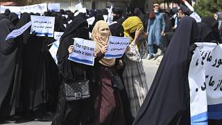 عشرات الأفغانيات يتظاهرن في العاصمة كابول دعماً لحركة طالبان السبت 11 أيلول/سبتمبر 2021