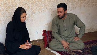موفدة يورونيوز إلى أفغانستان تتحدث مع مواطن أفغاني بالعاصمة كابول.