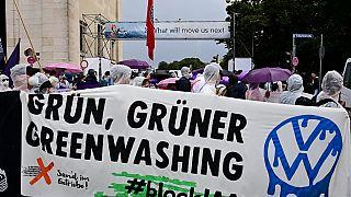 Miles de ecologistas protestan contra el Sal´ón Alemán del Automóvil