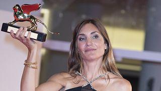 """İtalya'da bu yıl 78'ncısı düzenlenen Venedik Film Festivali'nde ödüller sahiplerini buldu. """"Altın Aslan"""" ödülü 'Happening' filmiyle yönetmen Audrey Diwan'a verildi"""
