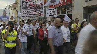 Manifestantes exigem a resolução dos homicídios de dois jovens