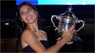 إيما رادوكانو لاعبة التنس البريطانية تبلغ من العمر 18 عامًا تفوز في نهائي بطولة أمريكا المفتوحة. 11/09/2021