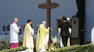 Ferenc pápa az 52. Nemzetközi Eucharisztikus Kongresszus (NEK) zárómiséjén a Hősök terén 2021. szeptember 12-én.