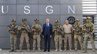 الرئيس التونسي قيس سعيد مع أفراد من الوحدة الخاصة التابعة للحرس الوطني بولاية نابل. 04/08/2021
