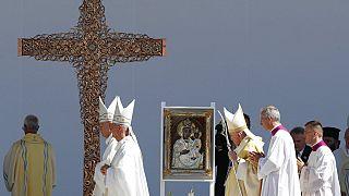 El papa Francisco durante la misa celebrada este domingo en Budapest