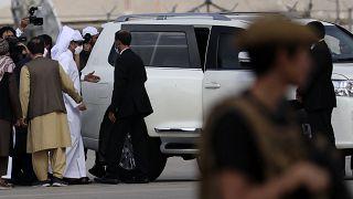 وزير الخارجية القطري لدى وصوله مطار كابول للقاء قيادة حركة طالبان والحكومة الجديدة في أفغانستان. 12/09/2021